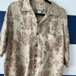 "Like NEW neutral men's ""Hawaiian"" print shirt!🌴"